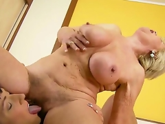 Aged blonde woman with unshaved cum-hole Brenda receives it licked by youthful dark brown hair Effie