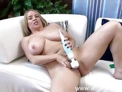 Maggie Green vibes her warm pussy