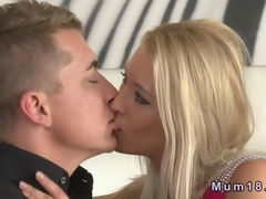 Elegant comme ci MILF fucking with the brush kid lover