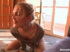 Hot kirmess cosset shows off her gut video